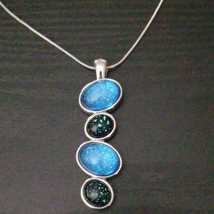 NWOT sparkling Lia Sophia necklace